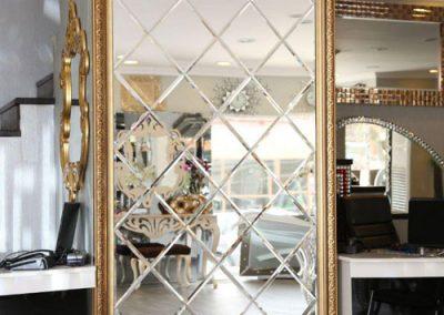 آینه تراش خورده نصب شده در قاب