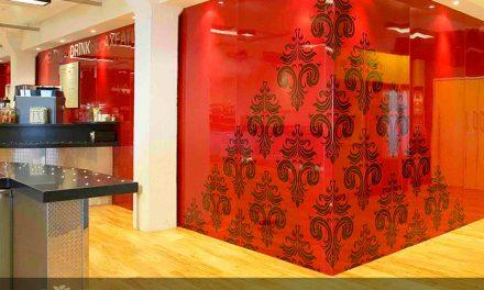 پوشش دیوار با شیشه های رنگی