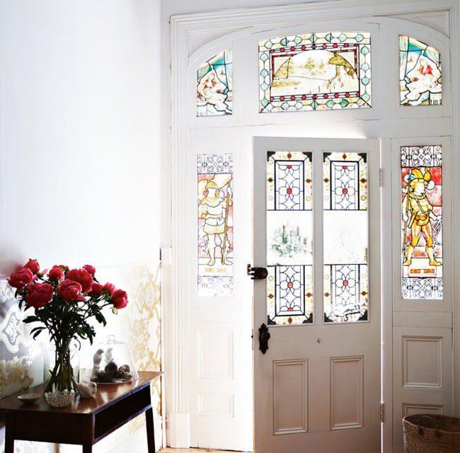 ۵ ایده ی زیبای استیند گلس برای خانه های شما