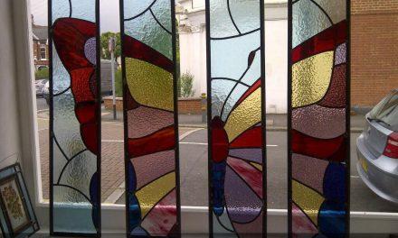 کاربرد تکنیک استیند گلس در پارتیشن های شیشه ای