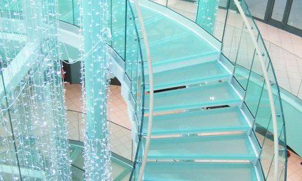 نقش پله های شیشه ای در دکوراسیون داخلی منازل