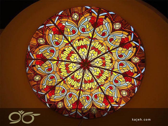 سقف های نورگیر شیشه ای تزئینی با تکنیک تیفانی و استیند گلس