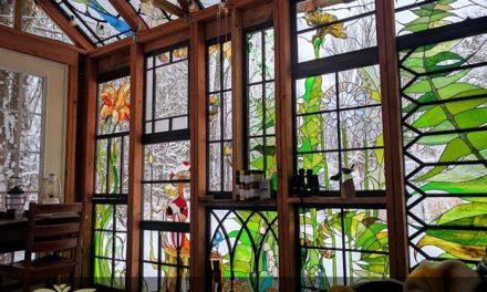 کاربرد شیشه های تزئینی استیند گلس در لابی ساختمان ها