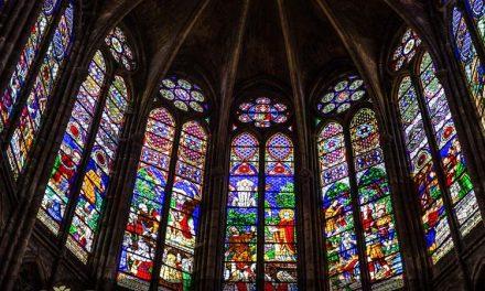 کلیسای باسیلیکای سن دنی و شیشه های استیندگلس