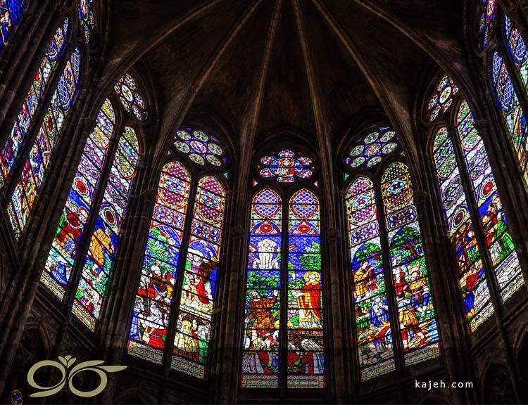 کلیسای باسیلیکای سن دنی و شیشه های استیند گلس ( استین گلاس )