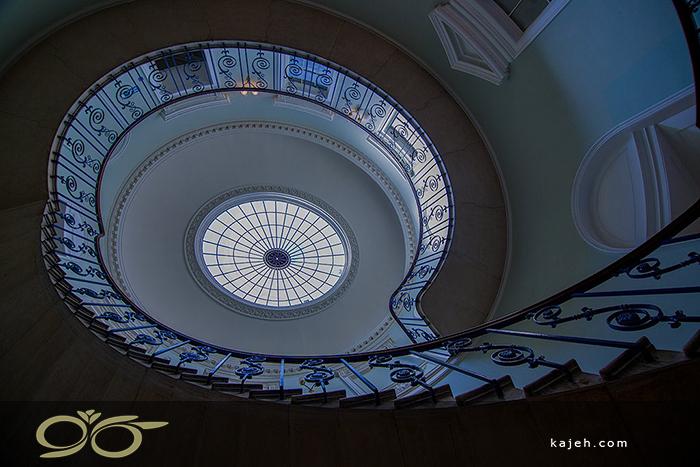 سقف نورگیر شیشه ای گنبدی شکل