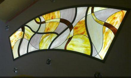 نورگیر شیشه ای تزئینی ( استیند گلس- تیفانی) سقف کاذب در منزل شخصی