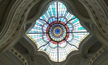معماری نور و شیشه (استیند گلس) موزه ای در بوداپست
