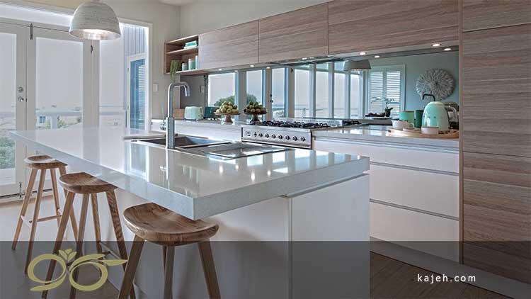 آشپزخانه قلب خانه با دکوری زیبا از آینه ها