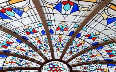 گنبد شیشه ای هتل دلفین چابهار – با قطر ۴متر – با تکنیک ساخت شیشه استین گلاس ( استیند گلس )