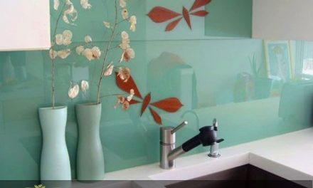 کاربرد انواع شیشه های تزیینی برای دیوار آشپزخانه