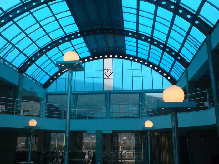 در چه فضاهایی می توان از نورگیر پلی کربنات استفاده کرد