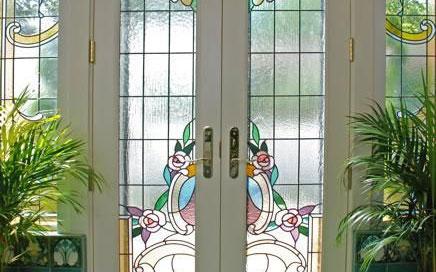 چگونه طرح و رنگ شیشه درب لابی را انتخاب کنیم