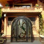 درب فلزی ورودی با شیشه استین گلاس پروژه باغ ویلای فرمانیه تهران + فیلم