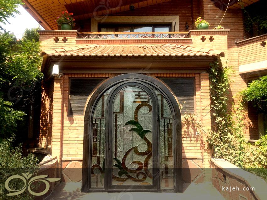 درب فلزی ورودی با شیشه استین گلاس پروژه باغ ویلای فرمانیه تهران