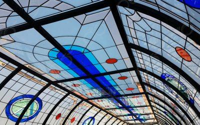 گنبدی شیشه ای و سقف نورگیر بزرگ مجتمع تجاری فیروزه بازار نادری اهواز + فیلم
