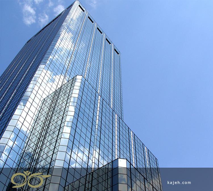 ساختمان بلند شیشه ای