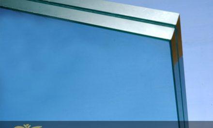 شیشه سکوریت چیست؟ کیفیت متریال و تفاوت آن با شیشه های معمولی