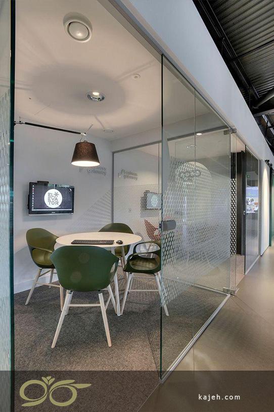 اتاقک شیشه ای برای نشست های کاری