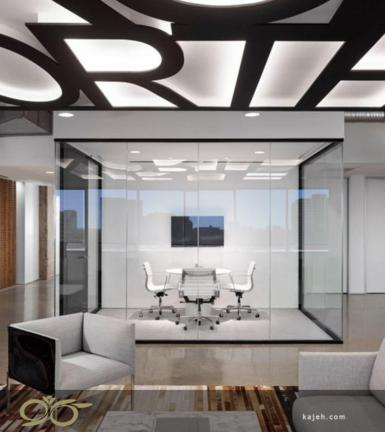 اتاق مدیریت شیشهای با نمایی از سه جهت