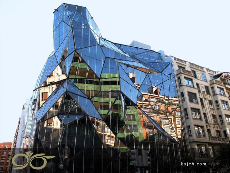 ساختمان دپارتمان مرکزی سلامت در باسک، اسپانیا - منظرهای متفاوت از هر قطعه شیشه