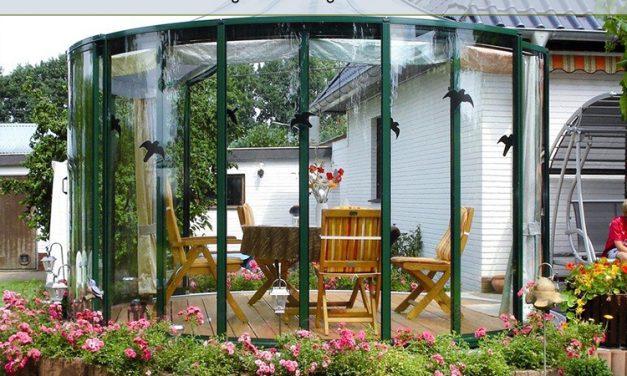 حیاط خلوت با پوشش پلی کربنات   مزایا و معایب همراه با با نمونههای زیبا