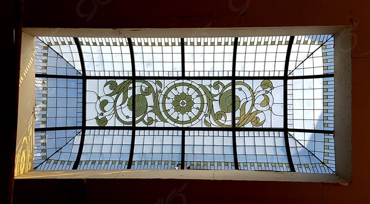 سقف نورگیر شیشه ای گنبدی شکل با شیشه های استین گلاس ( استیند گلس ) – مجتمع تجاری صالح آباد