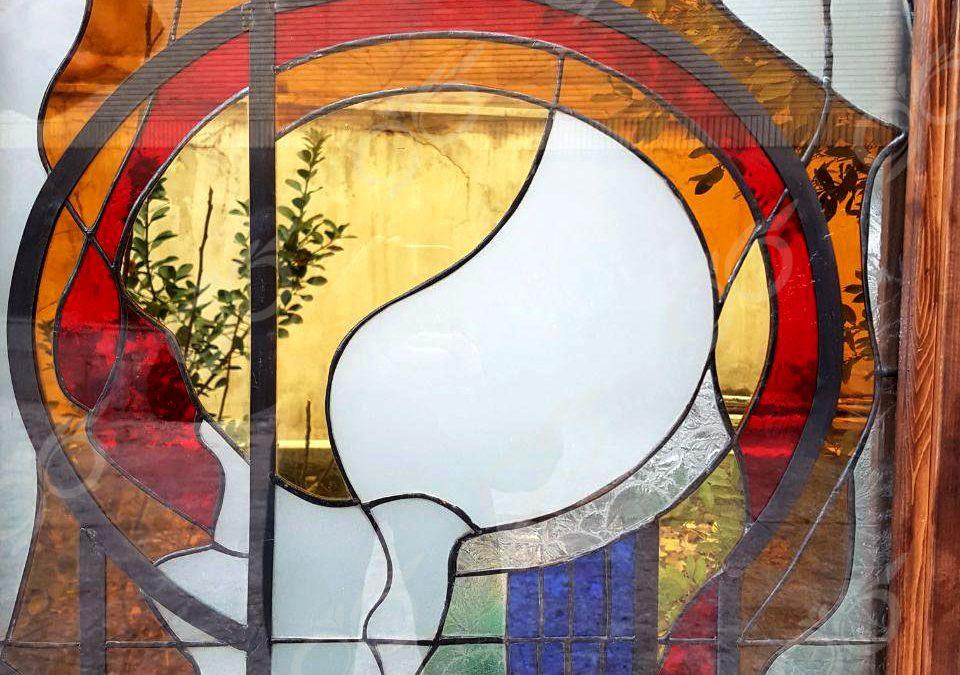 شیشه تیفانی ( استین گلاس ) ; ساخت شیشه تیفانی با طرح انتزاعی به عنوان نمونه