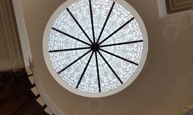 گنبد شیشه ای کلاسیک و متناسب با طراحی داخلی ساختمان – پروژه خوارزم شهرک غرب