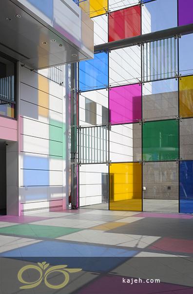 شیشه رنگی و سالنی متفاوت