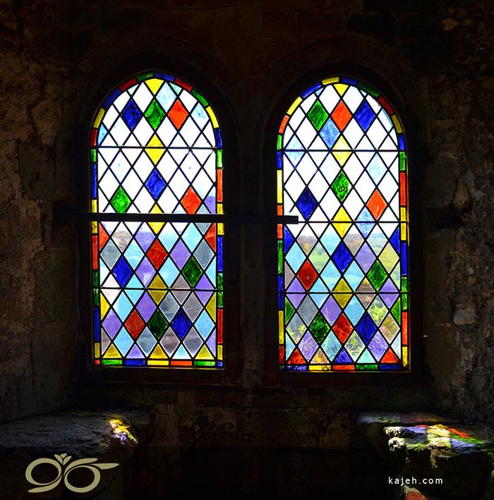 مدل شماره 4 طرح لوزی شیشههای استین گلاس در ساخت پنجرههای رنگی: