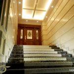 شیشه درب ورودی ساختمان سعادت آباد میدان کاج – ساخت با شیشه های استین گلاس ( استیند گلس )