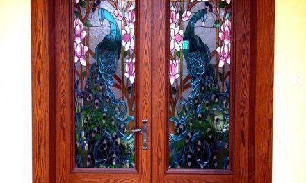 ساخت شیشه درب ورودی با طرح طاووس – تکنیک ساخت : تیفانی ( استین گلس )