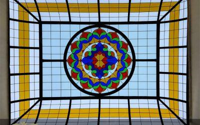 سقف نورگیر شیشه ای و تزئینی شرکت کارا پست خیابان سرافراز