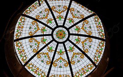 گنبد شیشه ای سلفچگان با شیشه های تزئینی استین گلس – قطر ۲٫۵ متر و ارتفاع ۸۵ سانت