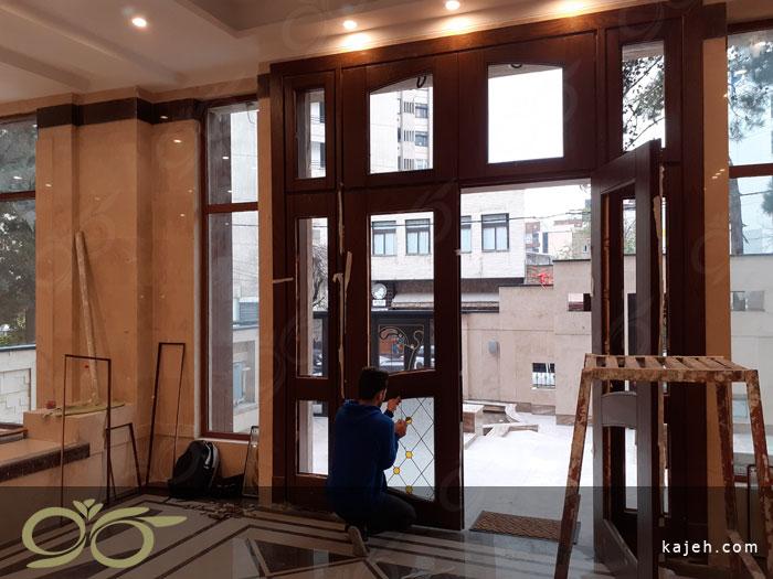 درب ورودی 4 لنگه شیشه ای با شیشه های استین گلس