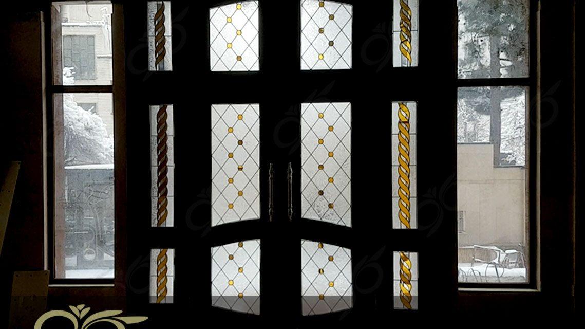 درب ورودی ۴ لنگه شیشه ای با شیشه های استین گلس – مجتمع مسکونی مهتاب + فیلم