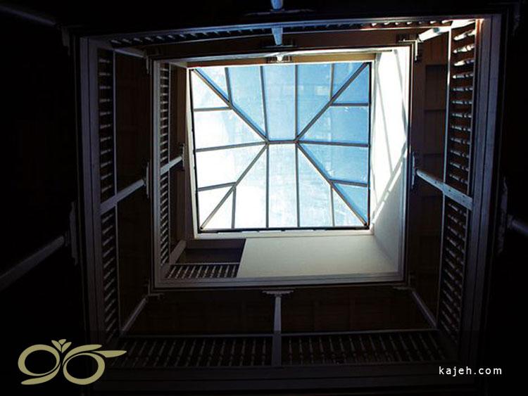 هرم شیشه ای - سقف نورگیر